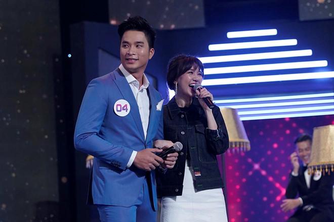 Không quan tâm đến cảm nhận Trấn Thành, Hari Won cười vui vẻ khi được 'soái ca' hôn 3