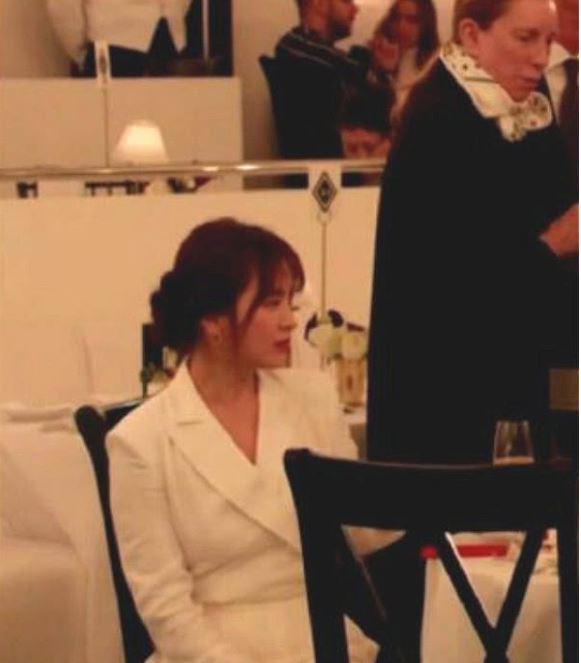 Song Hye Kyo lộ ảnh cận mặt, trái ngược với nhan sắc đã qua chỉnh sửa 4