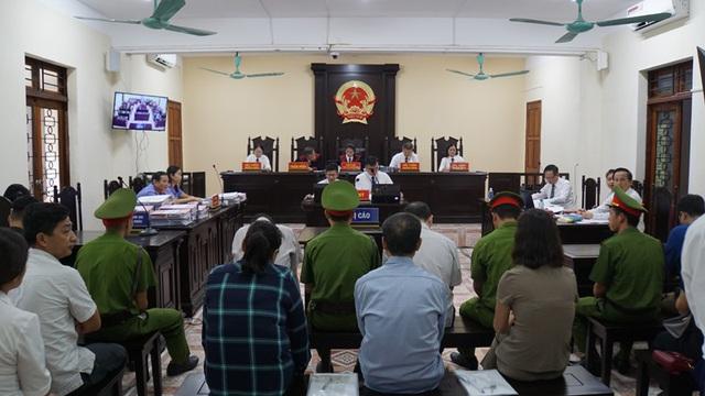 Vợ ông Triệu Tài Vinh vắng mặt tại phiên tòa xét xử vụ gian lận điểm thi ở Hà Giang 1