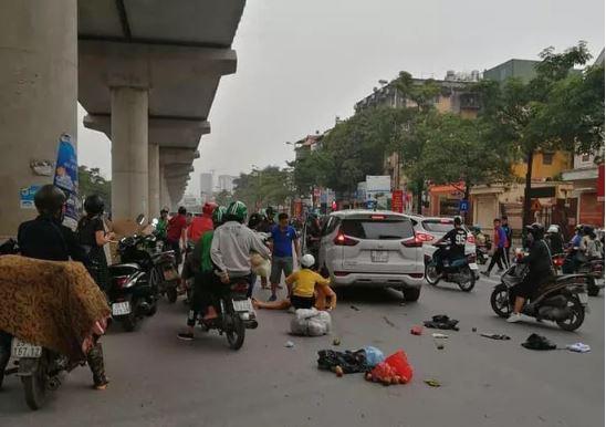 Xế hộp mất lái trên đường Hồ Tùng Mậu khiến nhiều người nhập viện 1