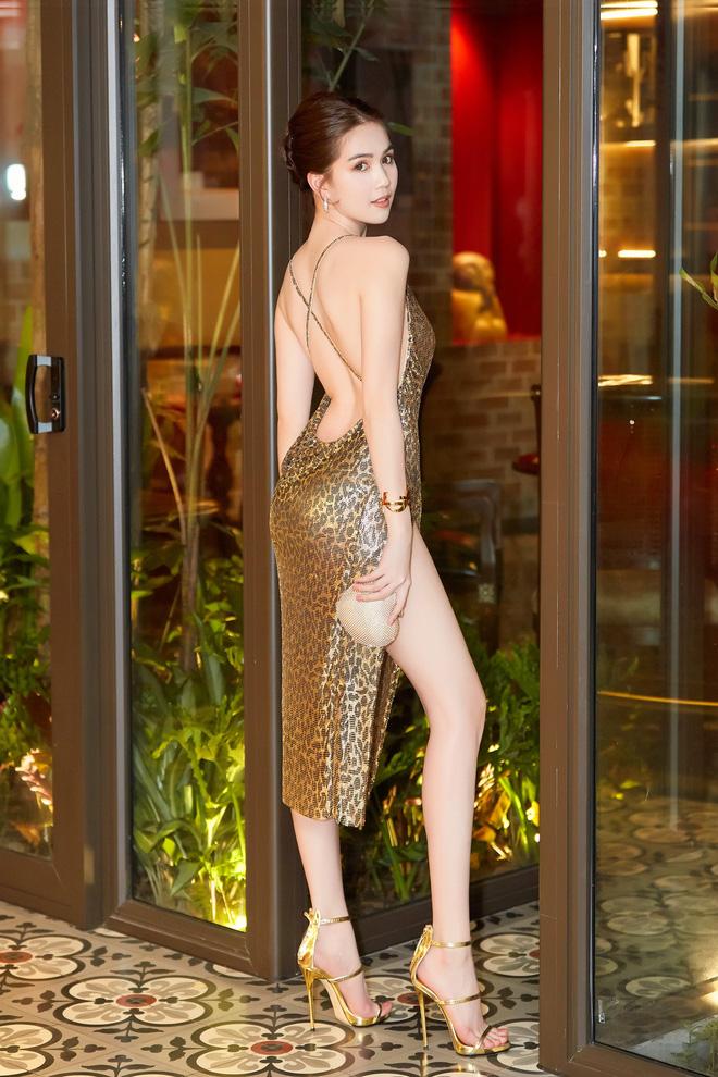 Diện trang phục gợi cảm, Ngọc Trinh bị lộ dấu hiệu bất thường ở đôi chân  4
