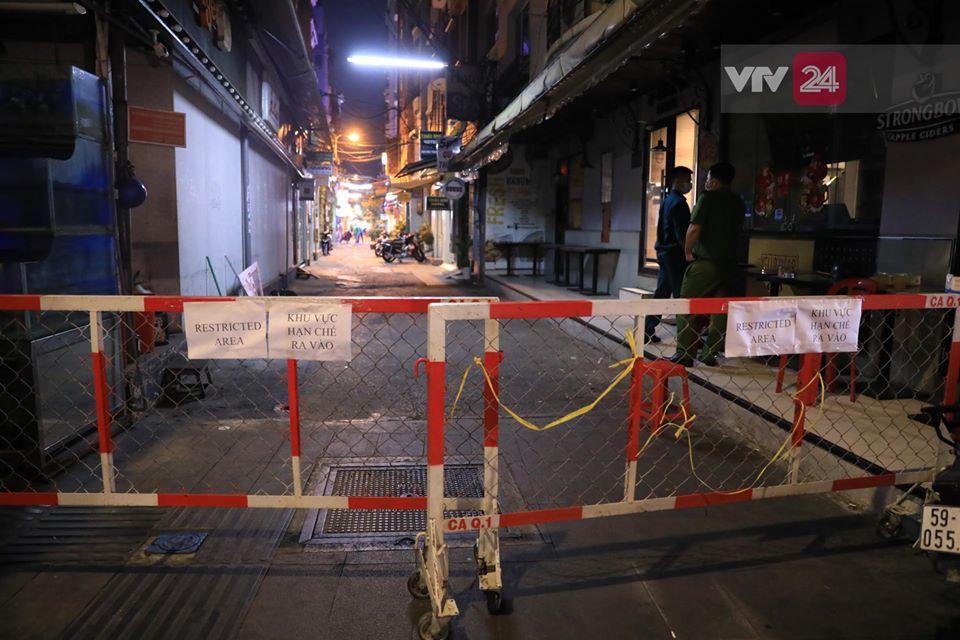 Phong tỏa hẻm khu 'phố Tây' Bùi Viện có khách nhiễm Covid-19 1
