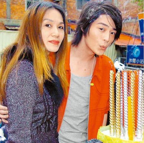 Lộ ảnh mẹ chồng 71 tuổi của Lâm Tâm Như: Nhan sắc xinh đẹp không kém con dâu 3