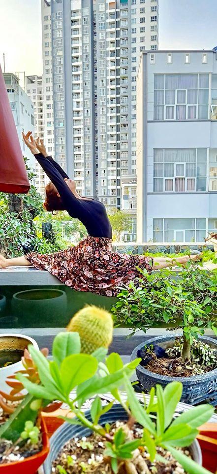 Mẹ Hồ Ngọc Hà khoe thân hình 'chuẩn mẫu' ở tuổi 60 khiến Kim Lý hết lời khen ngợi 2
