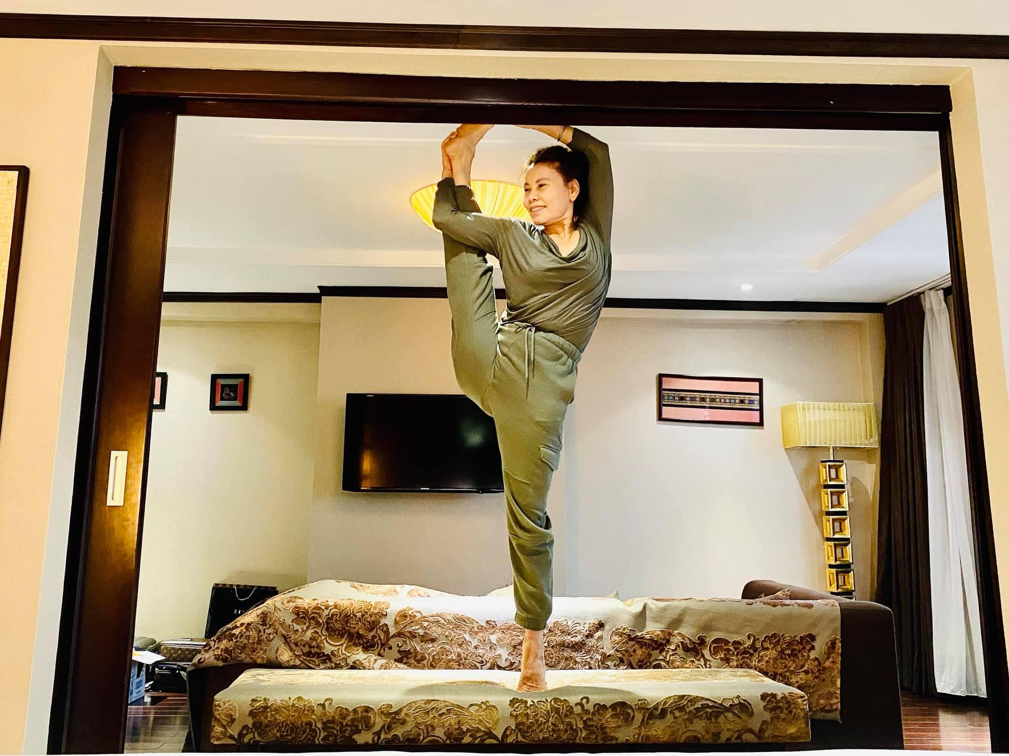 Mẹ Hồ Ngọc Hà khoe thân hình 'chuẩn mẫu' ở tuổi 60 khiến Kim Lý hết lời khen ngợi 4