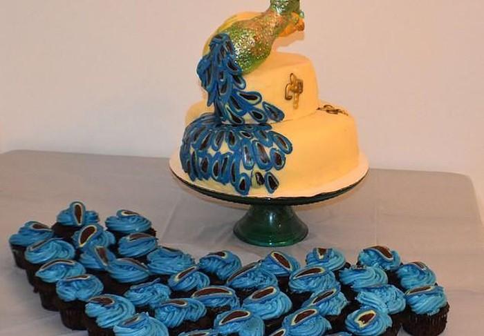Bỏ tiền lớn để đặt chiếc bánh cưới sang chảnh, cô dâu choáng váng khi nhận được hàng 2