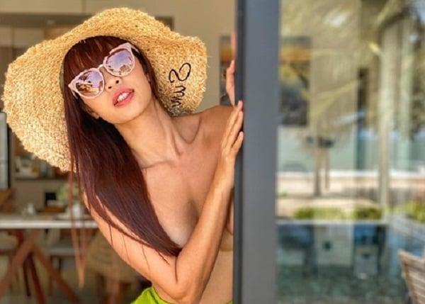 Siêu mẫu Minh Tú táo bạo chụp hình khỏa thân khiến dân mạng 'đỏ mặt' 5