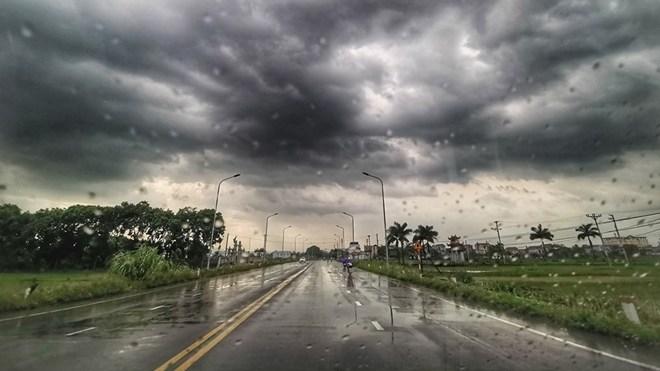 Hà Nội xuất hiện mưa giông, có khả năng xảy ra lốc và mưa đá 1