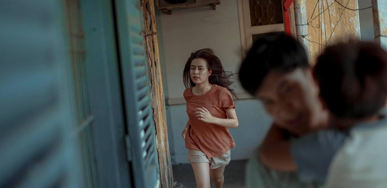 Vừa lộ diện 'đứa con tinh thần', Hoàng Thùy Linh lộ hình ảnh tóc tai bù xù gây bất ngờ 2