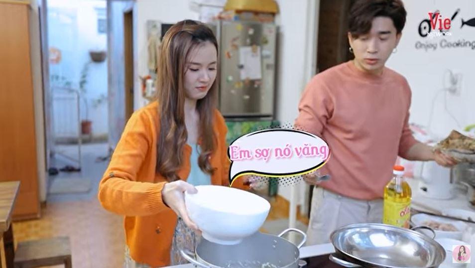 Hết màn cầu hôn lãng mạn, Chi Dân lại đích thân vào bếp nấu ăn cho Midu 2
