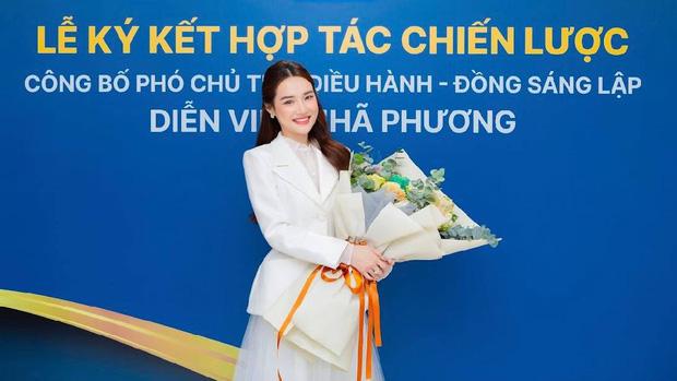 Cố gắng giấu kín, Nhã Phương vẫn bị rò rỉ hình ảnh trong lễ nhận chức Phó chủ tịch 1 công ty 2