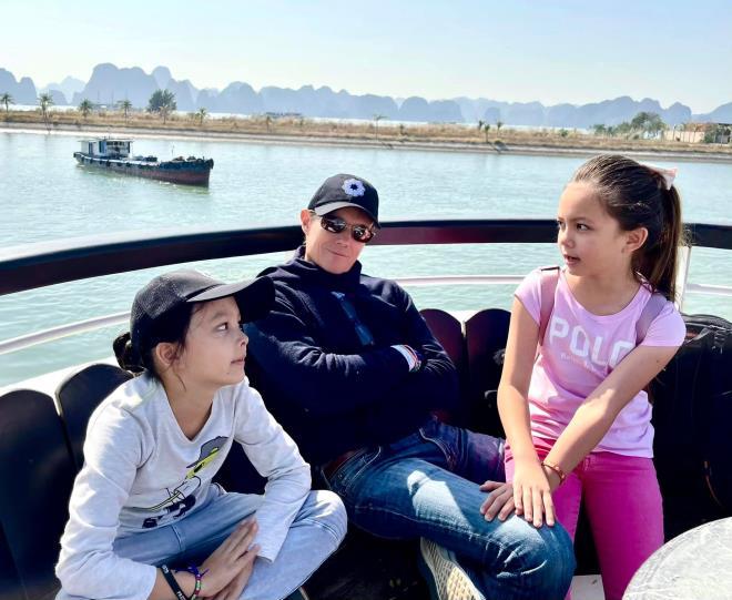 هونگ نونگ ارتباط واقعی بین فرزندان خود و دوست پسر خارجی را فاش می کند 4