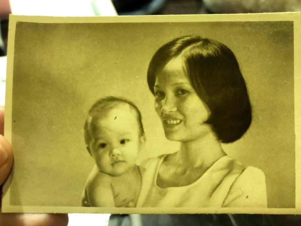 به ندرت Hien Thuc عکسی را با مادر بیولوژیکی خود نشان می دهد که هویت خود را از کودکی نشان می دهد 1