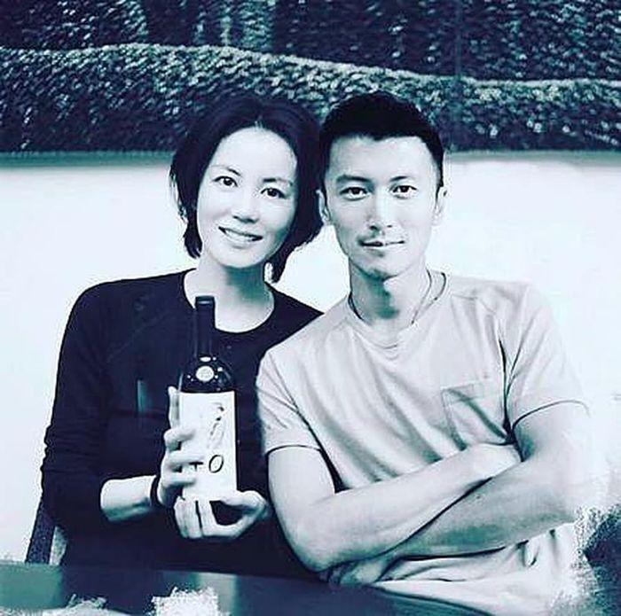 Vuong Fi بطور تصادفی با Truong Ba Chi در فرودگاه ملاقات کرد ، بلافاصله از 5 جلوگیری کرد