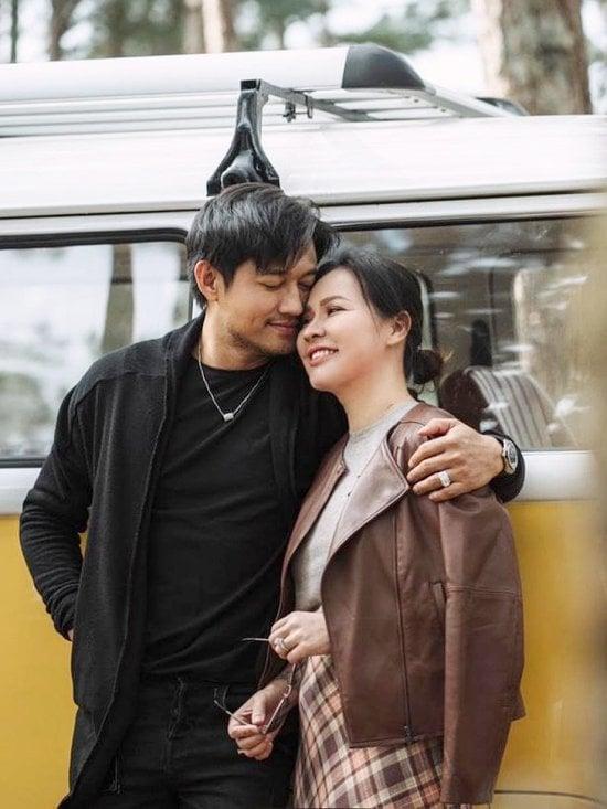 Tin sao Việt 10/9: Vợ Quý Bình 'chơi bài ngửa' với nhà chồng, Thủy Tiên bị đào lại quá khứ giữa 'biến' lớn 3