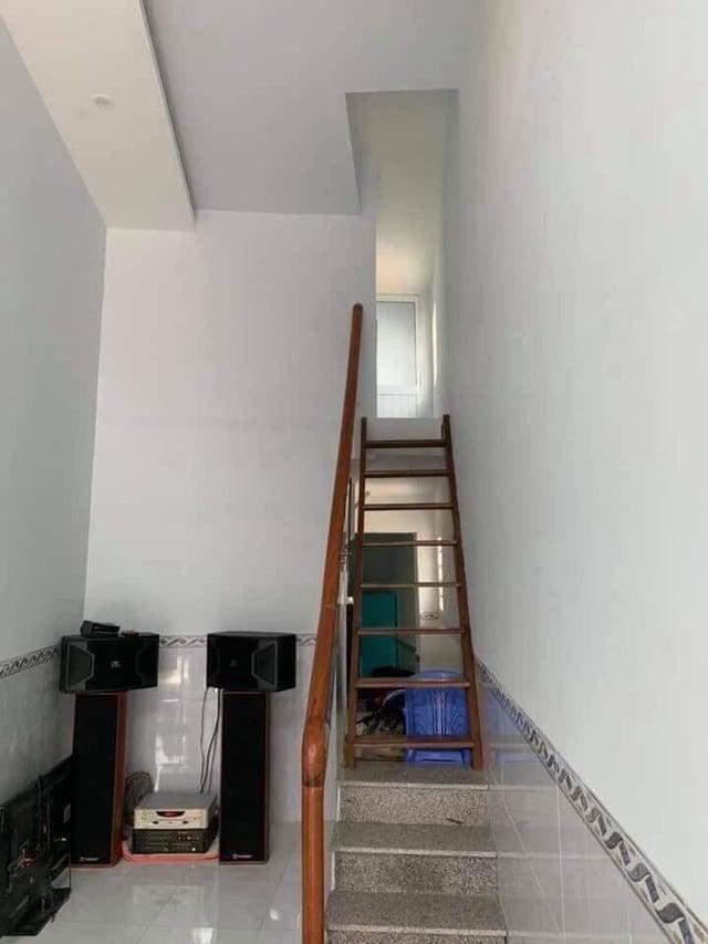Cận cảnh ngôi nhà có mặt tiền 1,3m mỏng như cột điện, ngỡ ngàng với thiết kế bên trong 3