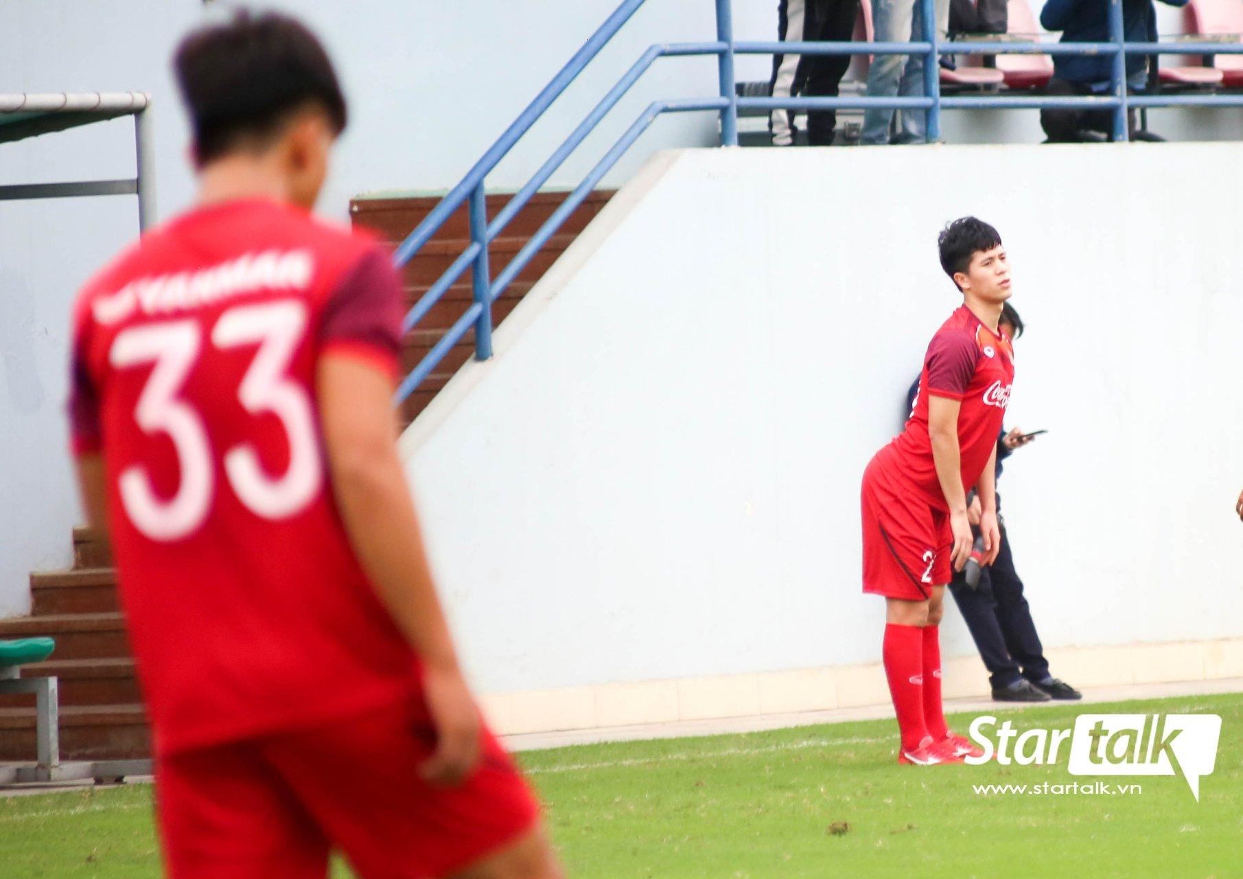 Khoảnh khắc khó đỡ của Trọng 'ỉn' trên sân ngày đầu hội quân U23  1