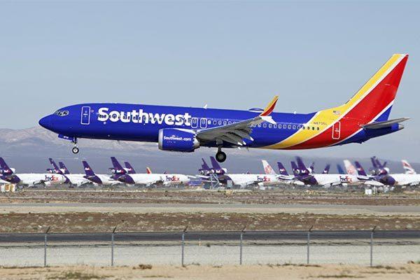 Máy bay Mỹ hạ cánh khẩn vì lỗi động cơ 1