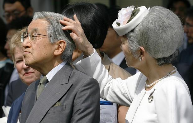 Lộ ảnh Vua và Hoàng hậu Nhật Bản 'tình bể bình' gây bão MXH 4