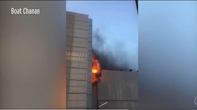 NÓNG: Cháy lớn ở trung tâm thương mại Bangkok, ít nhất 3 người chết 2