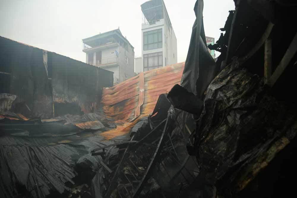 Cháy lớn ở Hà Nội, 8 người chết 1
