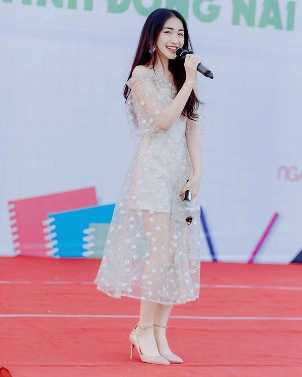 Hòa Minzy bị dân mạng 'ném đá tơi tả' khi đăng ảnh khoe chiều cao 3