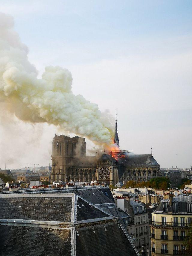 Lãnh đạo thế giới bàng hoàng sau vụ cháy Nhà thờ Đức Bà Paris 2