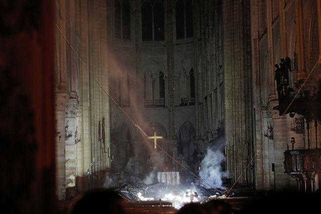 Lãnh đạo thế giới bàng hoàng sau vụ cháy Nhà thờ Đức Bà Paris 3