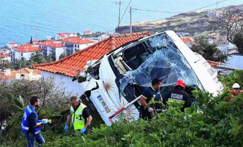 Lật xe du lịch ở Bồ Đào Nha, 29 người thiệt mạng 1
