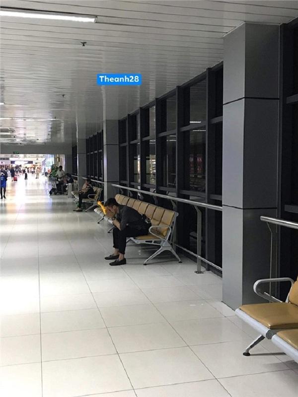 Thanh niên bay từ Đà Nẵng ra Hà Nội chỉ để trả quà cho bạn gái cũ 2