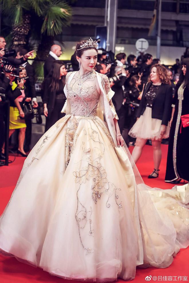 Lộ diện mỹ nhân chi hàng nghìn USD để mua vé dự thảm đỏ Cannes 1