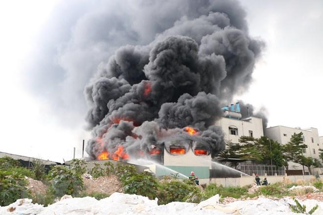 Đang cháy dữ dội khu CN 1.000m2 ở Bình Dương 3