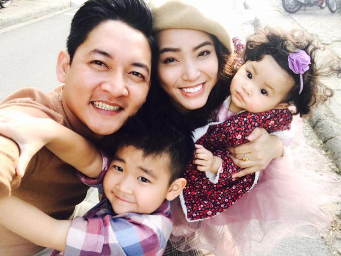 Hé lộ cuộc sống 2 năm sinh con 3 lần của Hải Băng 2