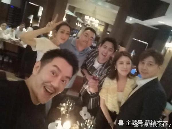 Gương mặt cứng đơ của Trần Hạo Dân khiến NHM phát 'hoảng' 2