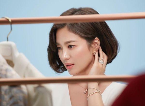 Song Hye Kyo xuất hiện xinh đẹp, thần thái  tựa 'nữ thần' trong bộ ảnh mới 2