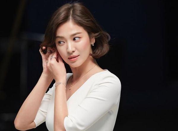Song Hye Kyo xuất hiện xinh đẹp, thần thái  tựa 'nữ thần' trong bộ ảnh mới 1