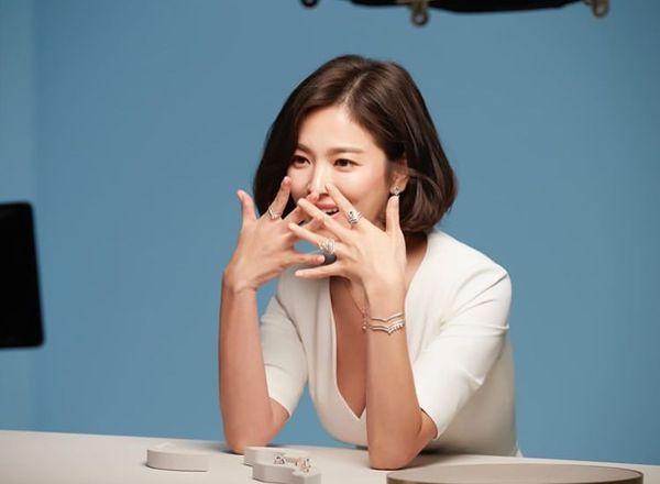 Song Hye Kyo xuất hiện xinh đẹp, thần thái  tựa 'nữ thần' trong bộ ảnh mới 4