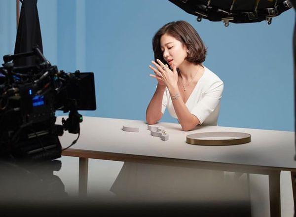 Song Hye Kyo xuất hiện xinh đẹp, thần thái  tựa 'nữ thần' trong bộ ảnh mới 5