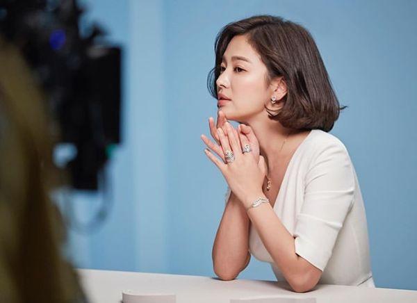 Song Hye Kyo xuất hiện xinh đẹp, thần thái  tựa 'nữ thần' trong bộ ảnh mới 7