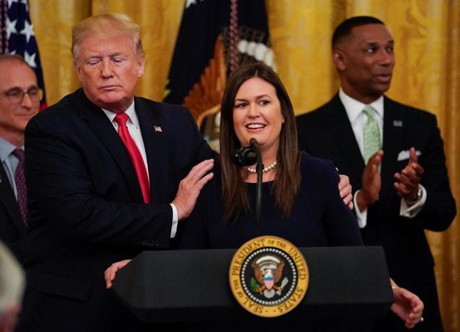 Nữ thư ký báo chí Nhà Trắng bất ngờ xin nghỉ việc 1