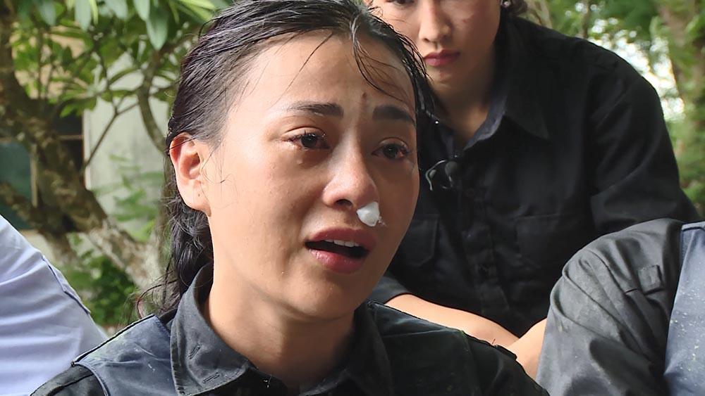 Quỳnh búp bê Phương Oanh lộ mặt sưng to, 'tố' bị đồng nghiệp chơi xấu 1