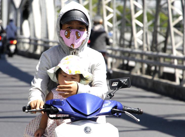 Dự báo thời tiết mới nhất hôm nay ngày 12/7: Hà Nội nắng nóng 1