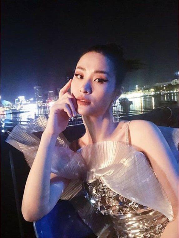 Đông Nhi khiến fan 'nóng mắt' sau màn 'cầu hôn thế kỷ' 2
