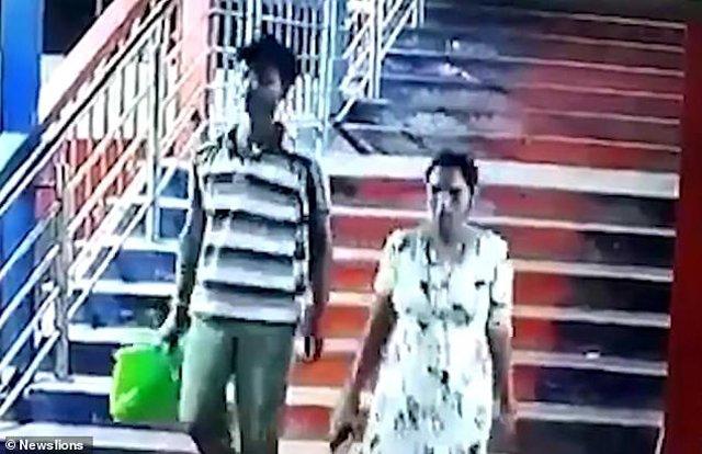 Con gái 2 tuổi bị bắt cóc ngay trước mặt bố mẹ ở ga tàu 1