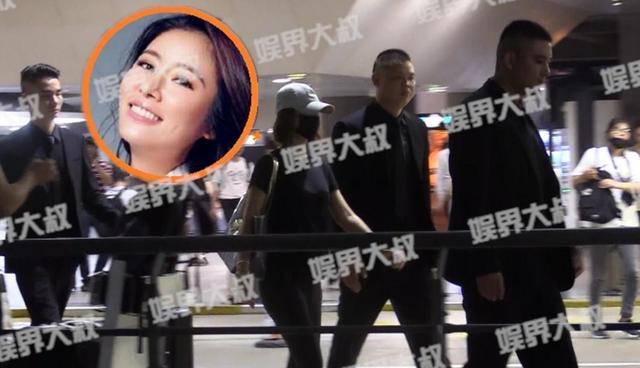 Lâm Tâm Như bất ngờ thuê vệ sĩ hộ tống tại sân bay 4