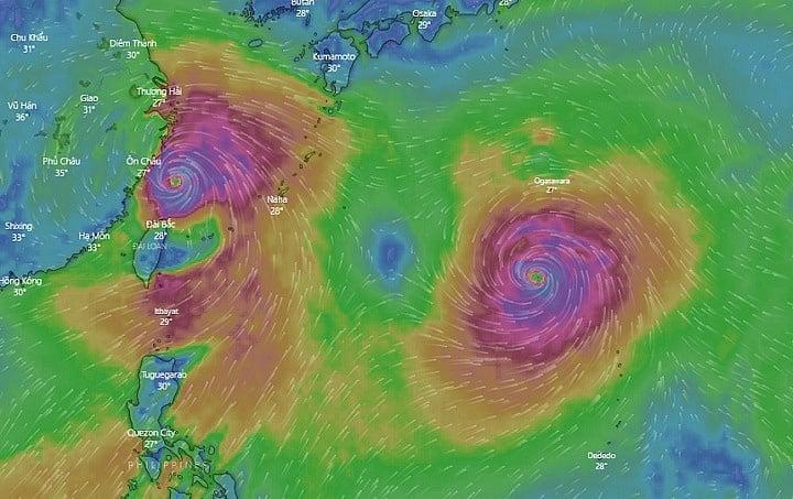 Hình ảnh hai mắt bão khổng lồ ngoài Thái Bình Dương gây 'choáng' 1