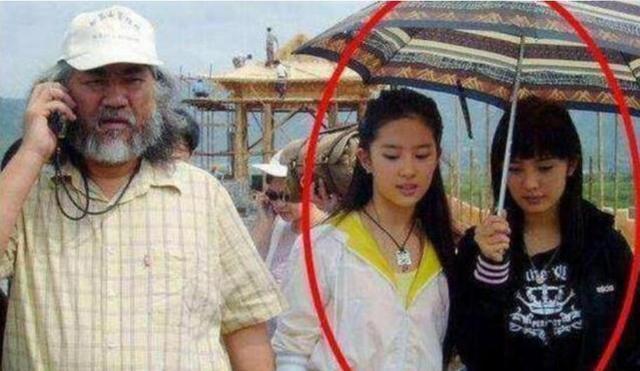 Dương Mịch bị bóc mẽ nhan sắc khi lộ ảnh chụp chung với Lưu Diệc Phi 1