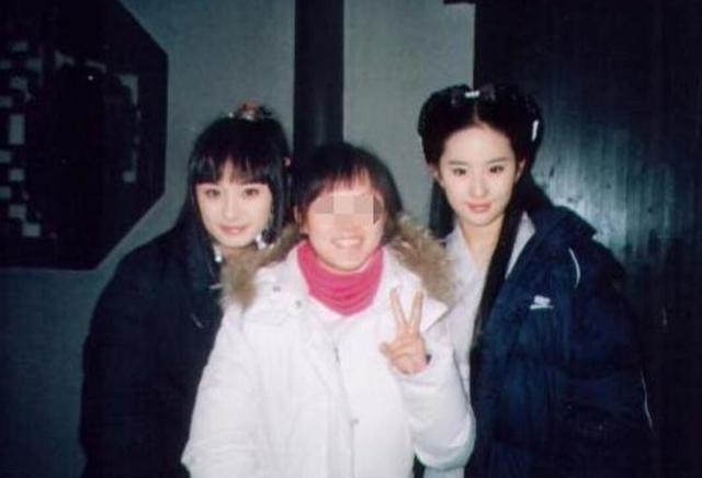 Dương Mịch bị bóc mẽ nhan sắc khi lộ ảnh chụp chung với Lưu Diệc Phi 2