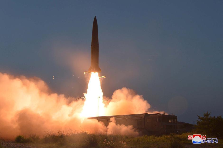 Triều Tiên được cho tiếp tục phóng vật thể chưa xác định ra biển 1