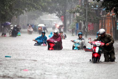Dự báo thời tiết mới nhất hôm nay 22/8: Hà Nội vẫn mưa lớn 1